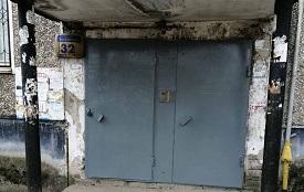 Покраска входных дверей в доме по адресу ул. Волховская, 32