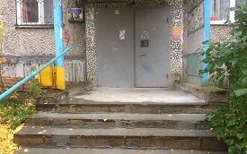 Ремонт крыльца подъезда №2 дома по адресу ул. Кронита, 13